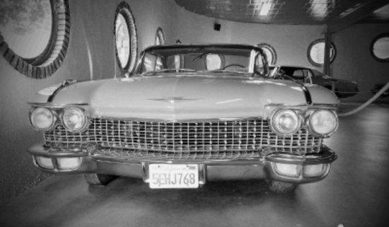 Museo de la Moto y El Coche Clasico: El coche rosa de Barbie