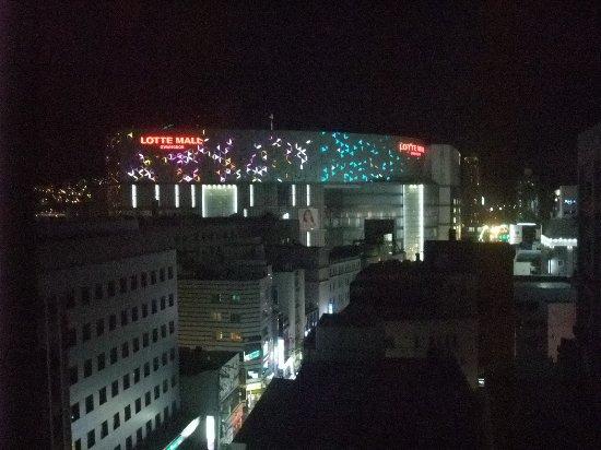 Busan Tourist Hotel: ツインルームからの景色(夜景)
