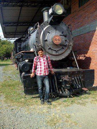 Museo Aéréo Fénix: tren en restauracion