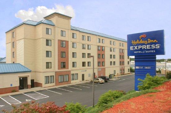 Holiday Inn Express Woonsocket: Exterior