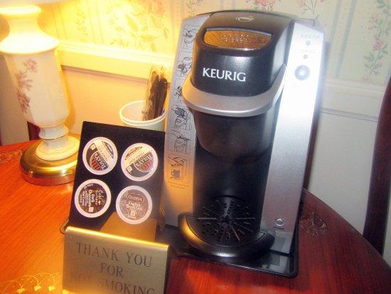 Hotel La Rose: Keurig Coffee Makker, Hotel La Rose, Santa Rosa, CA