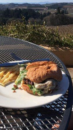 Turner, Oregón: Mushroom burger from their cafe -