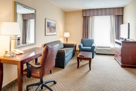 Holiday Inn Express Hotel & Suites West Long Branch: Suite