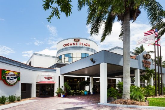 Crowne Plaza Fort Myers at Bell Tower Shops: Exterior