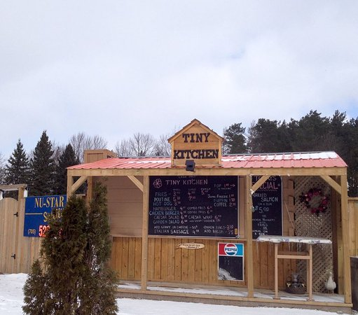 Perkinsfield, كندا: Tiny Kitchen & Wood Fired Pizza (Perkinsfield / Tiny, ON)