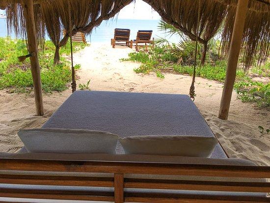 Остров Бенгерра, Мозамбик: outside day bed