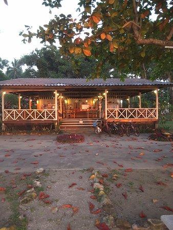 Trang Province, Thailand: Salle à manger avec vue sur la plage