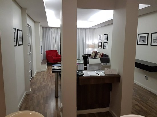 Genesis All-Suite Hotel : 20180213_212636_large.jpg