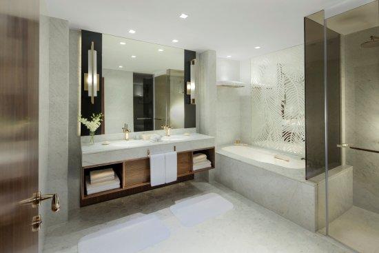 Grand Hyatt Dubai: Grand King Bathroom