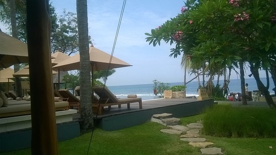 Qunci Villas Hotel: Relaxing at the poolside and beach