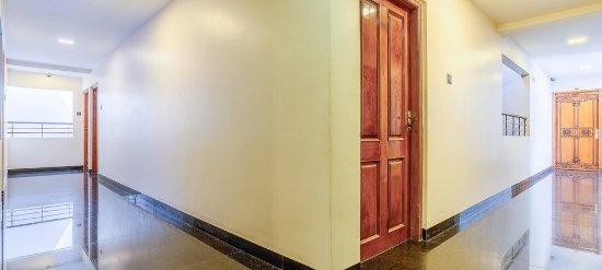 Treebo Simap Residency : Corridor