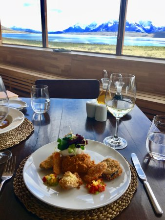 Tierra Patagonia Hotel & Spa: Dinning with a breathtaking view
