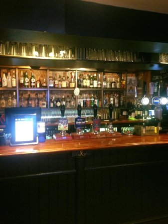 Eton, UK: The well stocked bar offers a good selection of beers, wines and spirits.