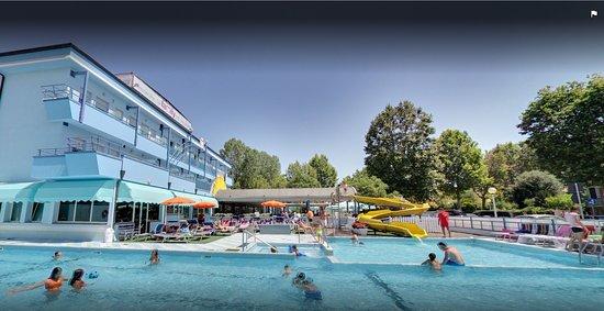 Club family hotel serenissima cesenatico italien omd men tripadvisor - Piscina seven savignano ...