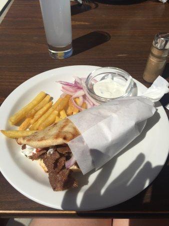 Rodos Star Hotel: Lunch time gyros!