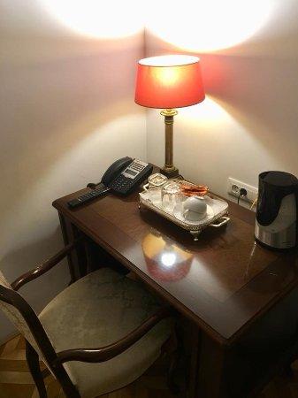 Antiq Palace Hotel & Spa: Scrivania