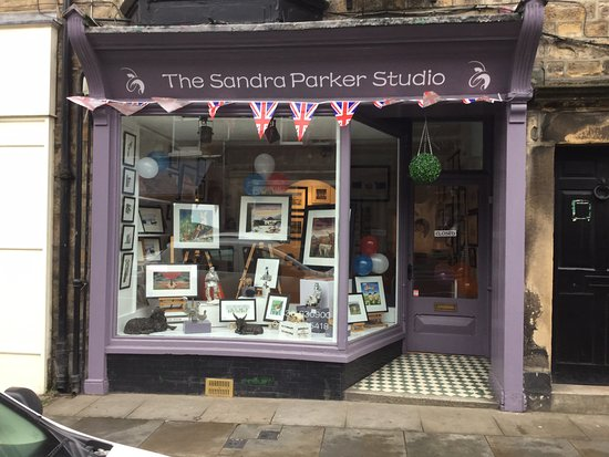 Barnard Castle, UK: A small rural art gallery with my original oil paintings, prints and bespoke gifts