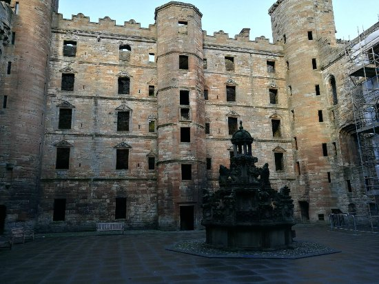 Linlithgow Palace: Inside of the building