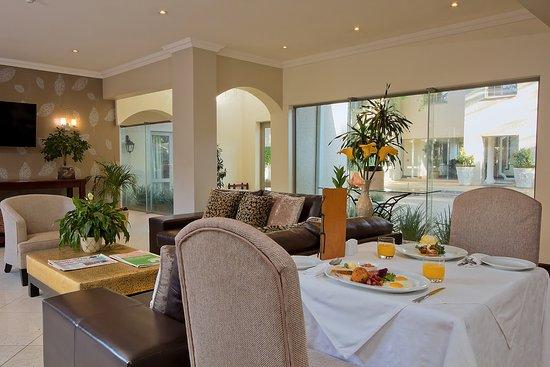 Rivonia, Südafrika: Restaurant open for breakfast, lunch and dinner, 7 days a week.