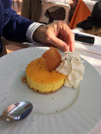 Melejis, Spain: Tarta de naranja, aquello está rodeado de naranjos, es normal