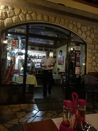Klenovica, Kroatien: Aardige bediening
