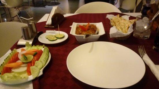 Bliss Resort: Chicken tikka massala y butter nan, recomendado!!