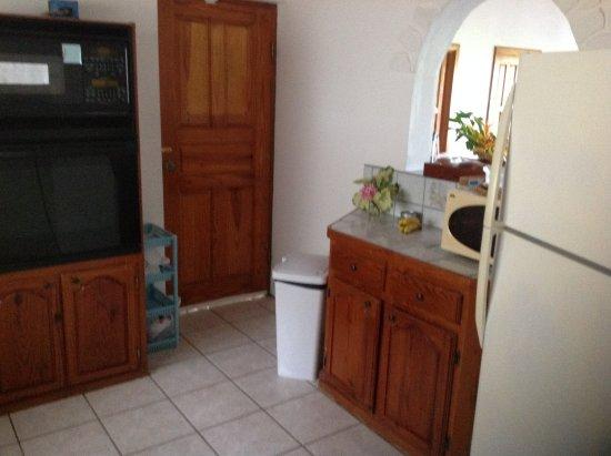 Praslin Quarter, Sta. Lucía: Well equipped kitchen