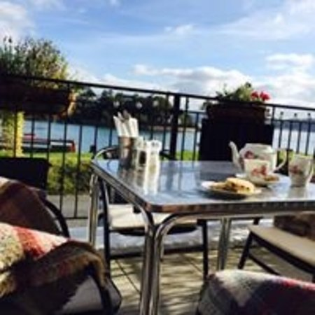 Borth-y-Gest, UK: afternoon tea and cakes on the terrace