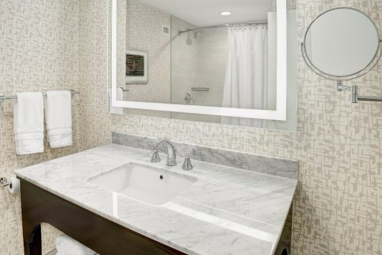 Eatontown, NJ: Traditional Bathroom