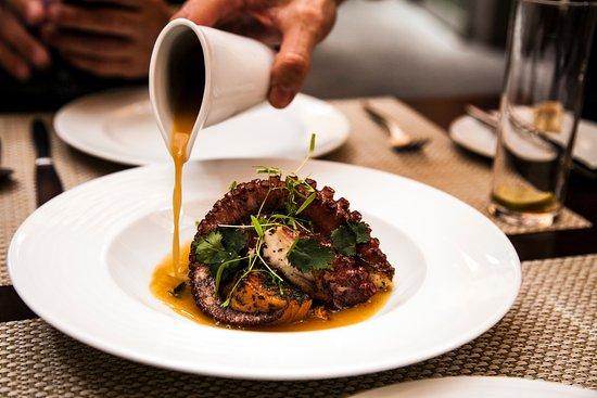 restaurante laguna nivaria pulpo braseado con mojo de cilantro y hierbabuena