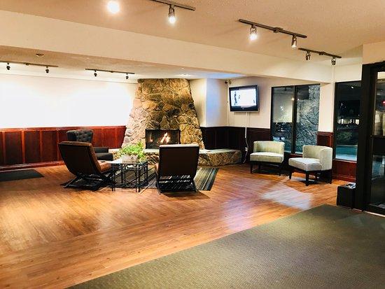 Fireside Inn & Conference Centre: Lobby