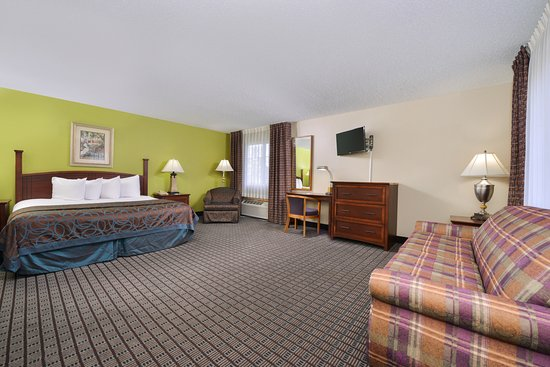 Geneseo, IL: One King Bed Suite