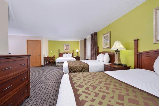 Geneseo, إلينوي: Three Queen Beds Suite