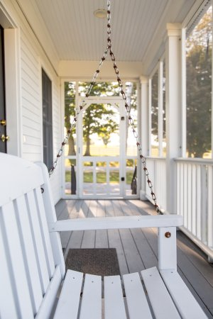 Guest Houses at Pineland Farms: Denekas Guest House Porch