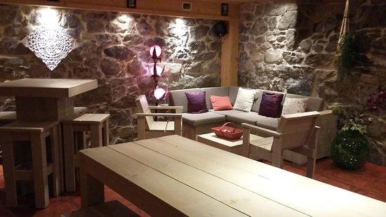 Scionzier, France : La salle du bas, peut être réservée gratuitement, entièrement ou partiellement pour vos soirées