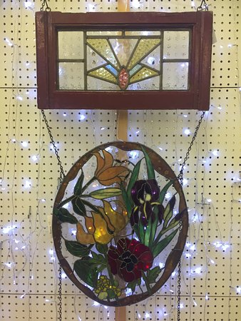 Mixie's Antiques & Collectibles Mall: Stained Glass windows