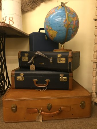 Mixie's Antiques & Collectibles Mall: Vintage Suitcases