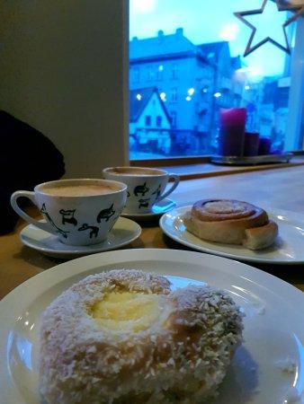 Godt Brod i Vestre Torvgaten: buns and coffee