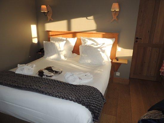 Barneville-la-Bertran, Francia: Chambre avec lit 160, salle d'eau attenante, TV et wifi