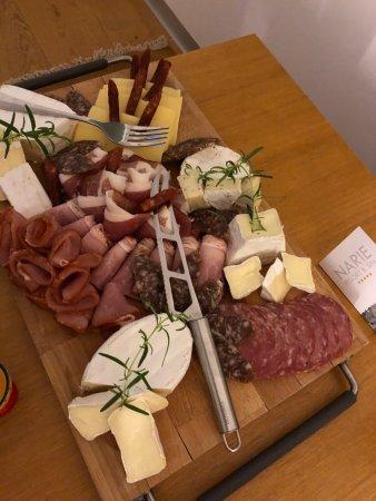 Morag, Polonia: Jeśli wieczorem poczujesz głód, deska wędlin i serów mniam...