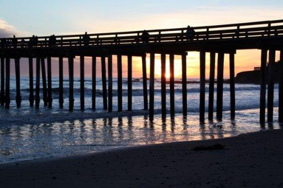 คายูคอส, แคลิฟอร์เนีย: Cayucos Surf Company Pier