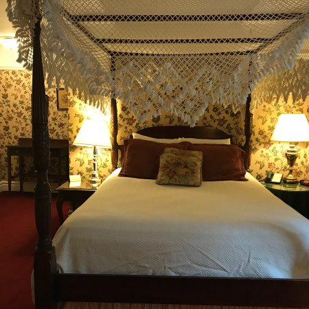 The Red Coach Inn Historic Bed and Breakfast Hotel : photo0.jpg