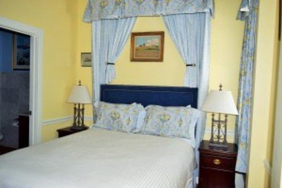 Bellevue Manor Photo