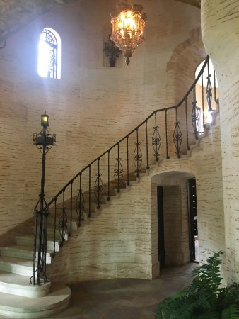 Howey in the Hills, FL: Staircase in the foyer