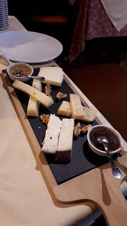 Pacengo, Italien: Selezione di formaggi del Baldo