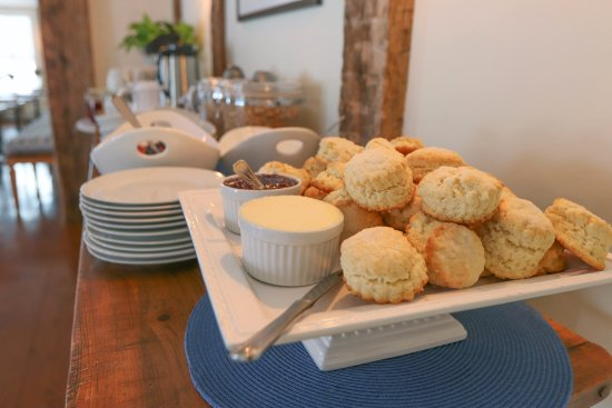 Arlington, VT: Cream Biscuits at Breakfast with fresh jam and Cabot butter...