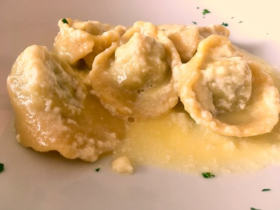 Vanzago, Italia: tortelli al carciofo