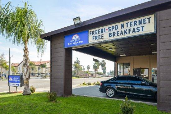 Delano, CA: Exterior Entrance