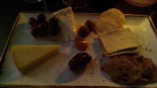 Cafe Sydney: Unapertaising cheese