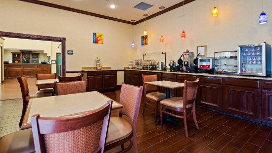 Best Western Plus First Coast Inn & Suites: Breakfast buffet